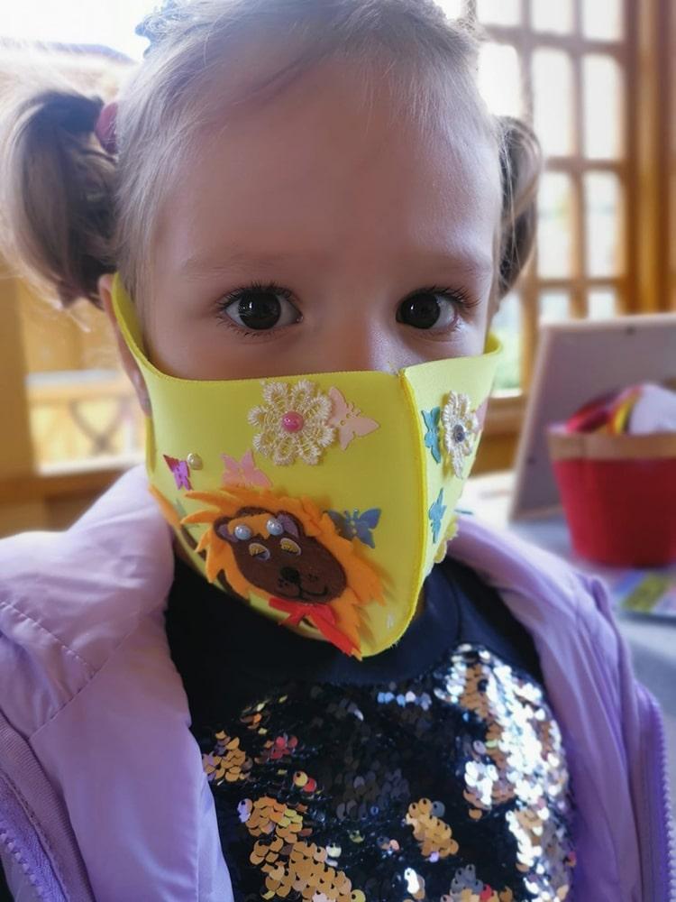 Украшение медицинских масок 4